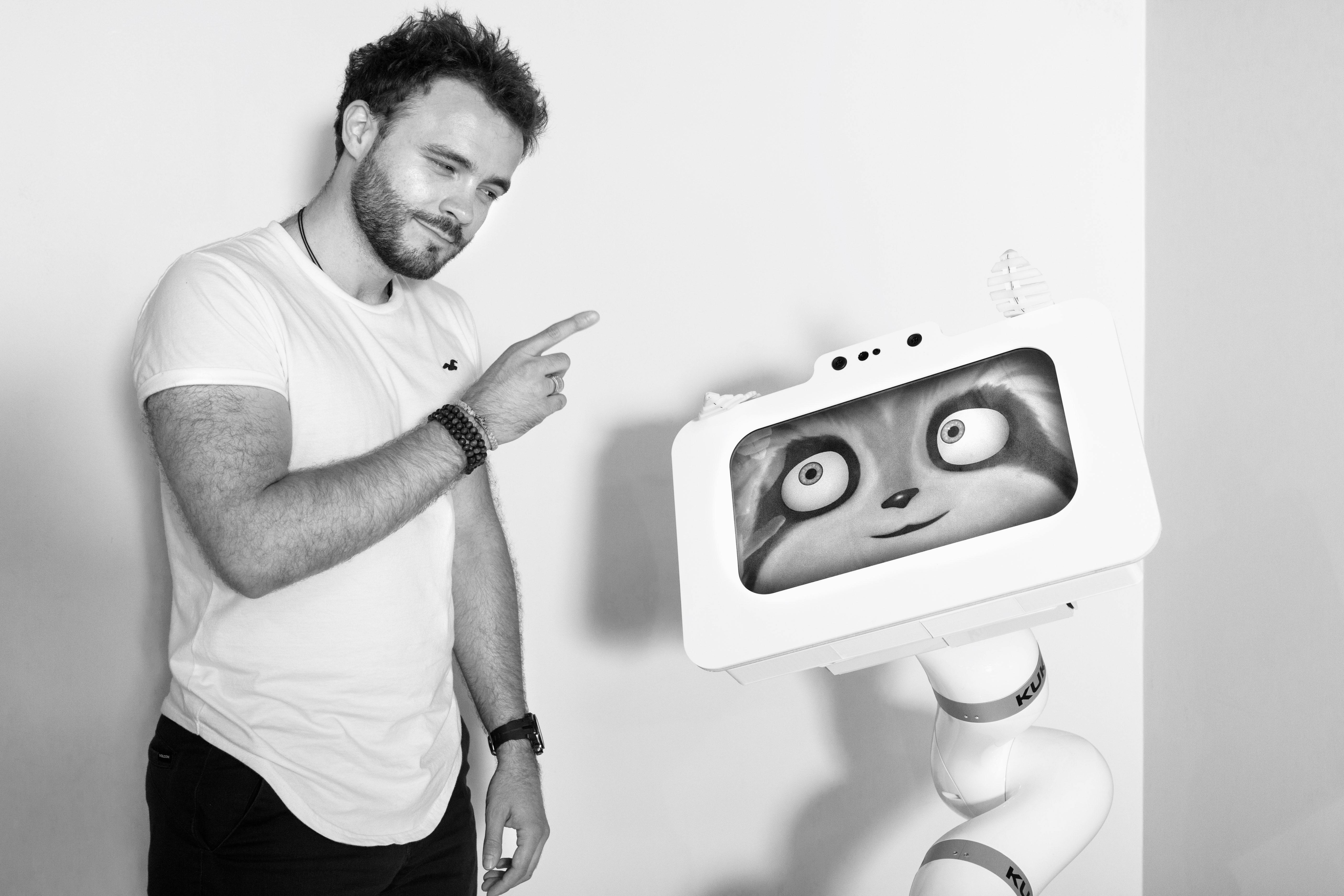 Le robot est-il un autre comme les autres ? Altérité et socialité en robotique interactive